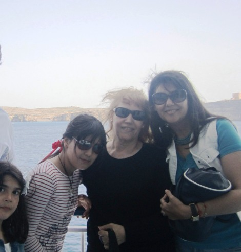 Tres generaciones al viento en una escapada a Gozo. Viajar juntas es todo un regalo