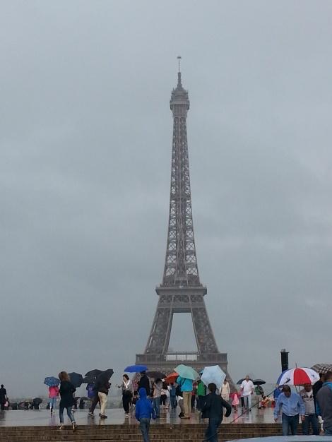Torre Eiffel con niños. París. Marina Izquierdo